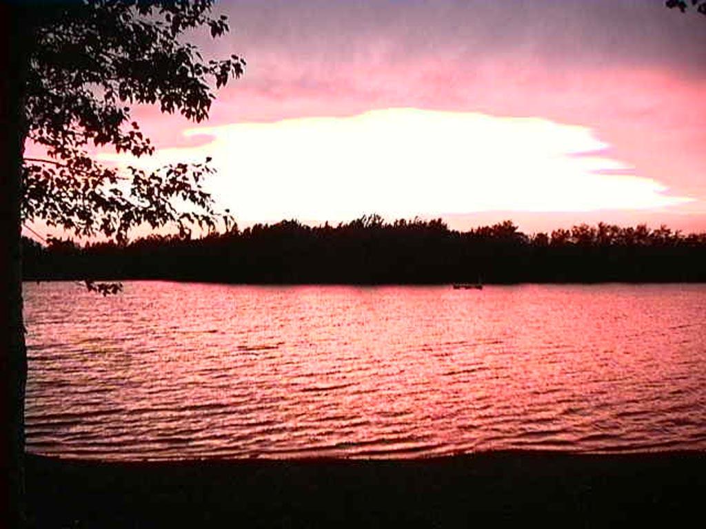 Paysage - Coucher de soleil sur le lac (Photo : © Marie-Claude Roy)